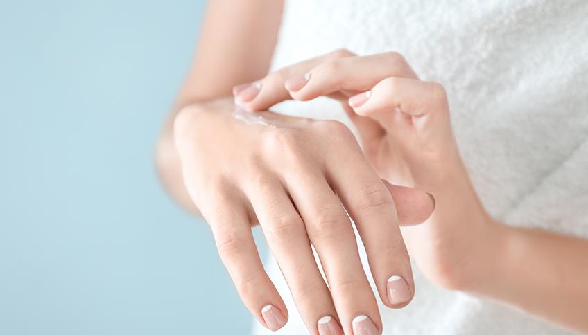 Mani secche con ragadi: rimedi e consigli